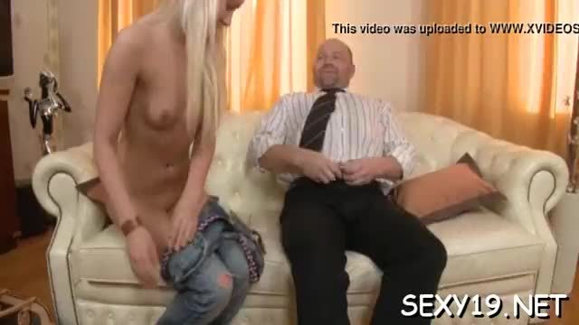 Babe is getting her tight muff fucked vigorously