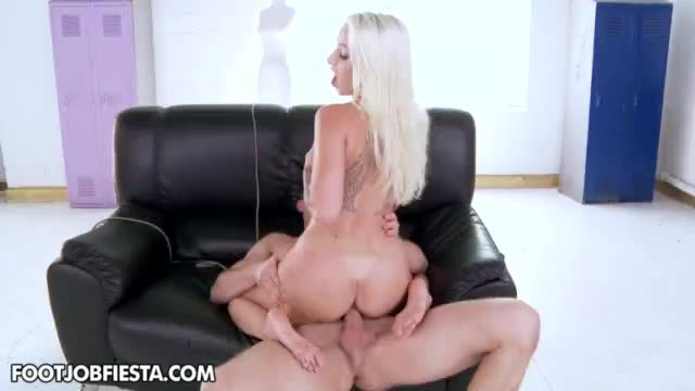 Stevie Shae gives footjob
